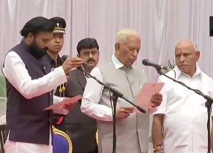 Expansion of the Yeddyurappa Cabinet in Karnataka; 17 Ministers take oath   कर्नाटकमध्ये येडीयुराप्पांच्या मंत्रिमंडळाचा विस्तार; 17 मंत्र्यांनी घेतली शपथ