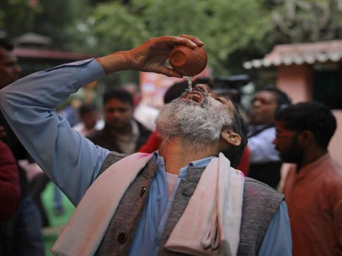 Coronavirus: BJP worker arrange cow urine party; one man feel ill, arrested hrb | Coronavirus: भाजपा कार्यकर्त्याच्या सांगण्यावरून केले गोमूत्र प्राशन; पण...