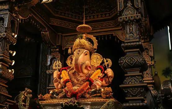The Dagdusheth Ganpati festival in Pune is also in the temple, breaking the tradition of 127 years | पुण्यातील दगडूशेठ गणपती ट्रस्टचा मोठा निर्णय, 127 वर्षांची परंपरा खंडीत