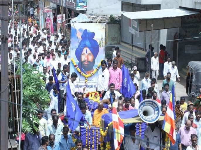 The fighter lost! Dhammanand Munde funeral in mournful atmosphere at Parali | 'बहुजन चळवळीतील वादळ शमले'! परळीत धम्मानंद मुंडे यांच्यावर शोकाकुल वातावरणात अंत्यसंस्कार