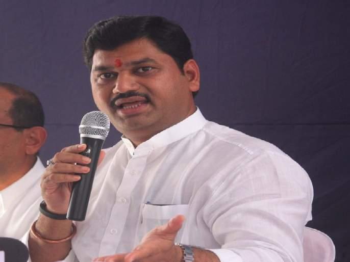 Maharashtra Election 2019 : I too have three daughters, Pankaja and my blood RELATION; Dhananjay MundE | Maharashtra Election 2019 : मलाही तीन मुली, पंकजा अन् माझं रक्ताचं नातं; धनंजय मुंडेंना अश्रू अनावर