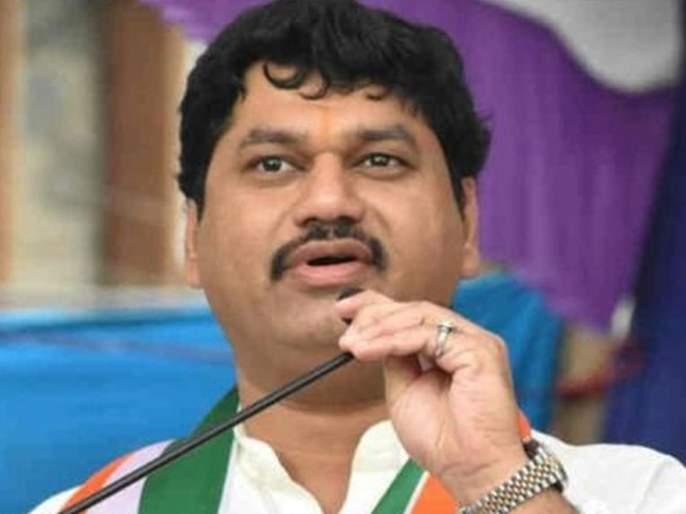 Dhananjay Munde accused of 'clean chit' by 2 ministers for scamming   ९० हजार कोटींचा घोटाळा करणाऱ्या२२ मंत्र्यांना मुख्यमंत्र्यांकडून 'क्लीन चिट'!, धनंजय मुंडे यांचा आरोप