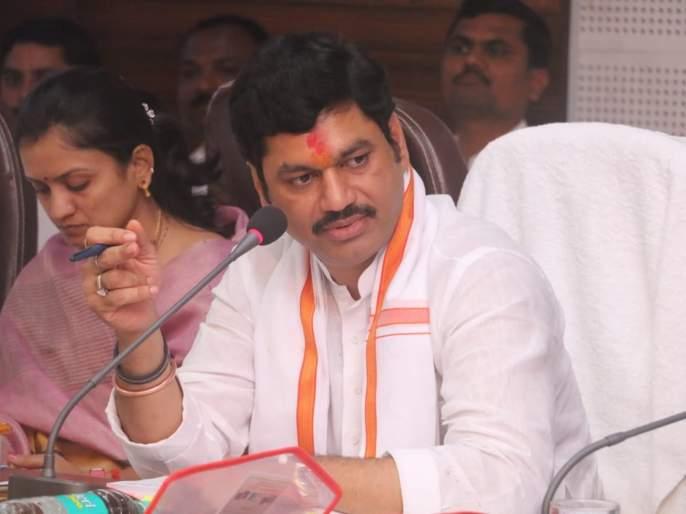 Dhananjay Munde orders to file criminal case against Bajaj Crop Insurance Company   पीकविमा वाटप थकवलेल्या बजाज कंपनीवर गुन्हे दाखल करण्याचे धनंजय मुंडेंचे आदेश