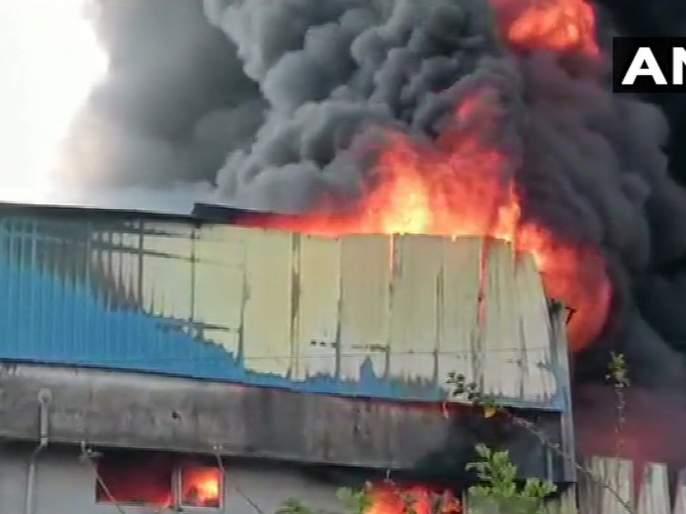 Fire at Asangaon plastic company; Two units burned   आसनगावच्या प्लॅस्टिक कंपनीला भीषण आग; दोन युनिट जळाले