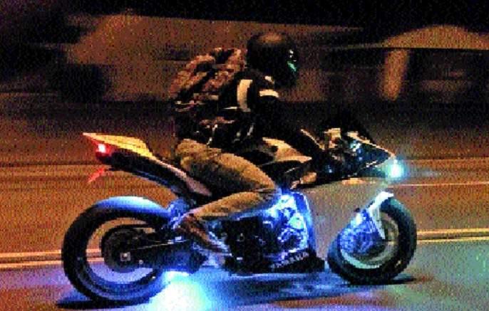 Two-wheeler Chinese people are taking headlamps!   दुचाकीचे चायनीज 'हेडलाईट' घेताहेत बळी!