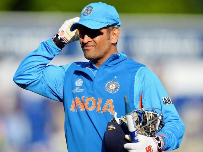 Fan give offer to MS Dhoni; request to play next series, his poster truly echoes the sentiments of all fans | 'कॅप्टन कूल' धोनीला चाहत्याची धमाल 'ऑफर', 'माही' देणार का खूशखबर?