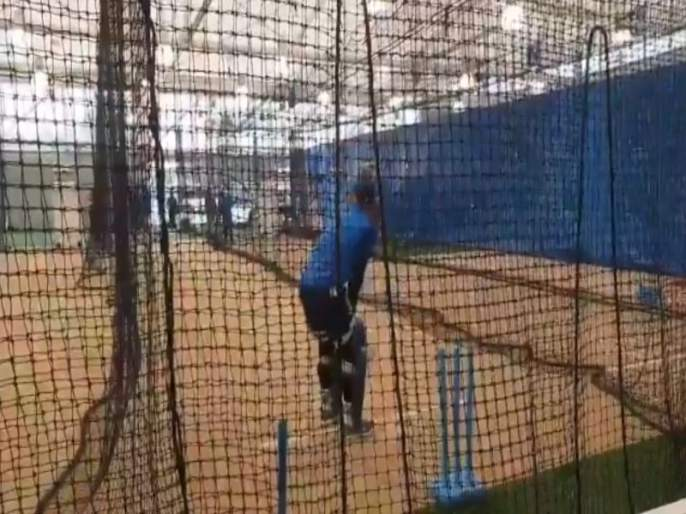 Virat Kohli, MS Dhoni and others train at indoor after rain at SCG - watch video | IND vs AUS ODI : कोहली, धोनीचा इनडोअर सराव, पाहा व्हिडीओ