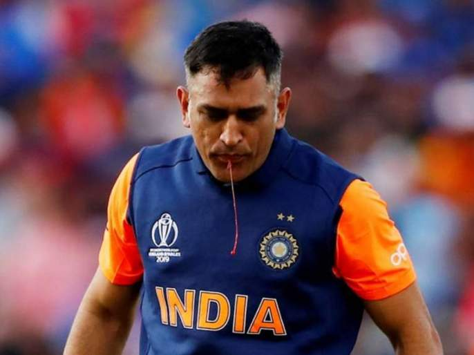 ICC World Cup 2019 : Picture of MS Dhoni spitting out blood goes viral, Here's what happened | ICC World Cup 2019 : धोनीच्या थुंकीतून रक्त... जाणून घ्या 'त्या' फोटोमागचं सत्य!