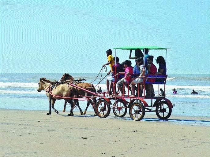 Diveaagar shore was blown away by tourists | दिवेआगर किनारा पर्यटकांनी बहरला