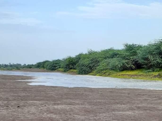 Farmers are happy that the water of Jayakwadi has reached the godawari besin of Digras | जायकवाडीचे पाणी डिग्रसच्या गोदापात्रात पोहोंचल्याने शेतकरी आनंदी