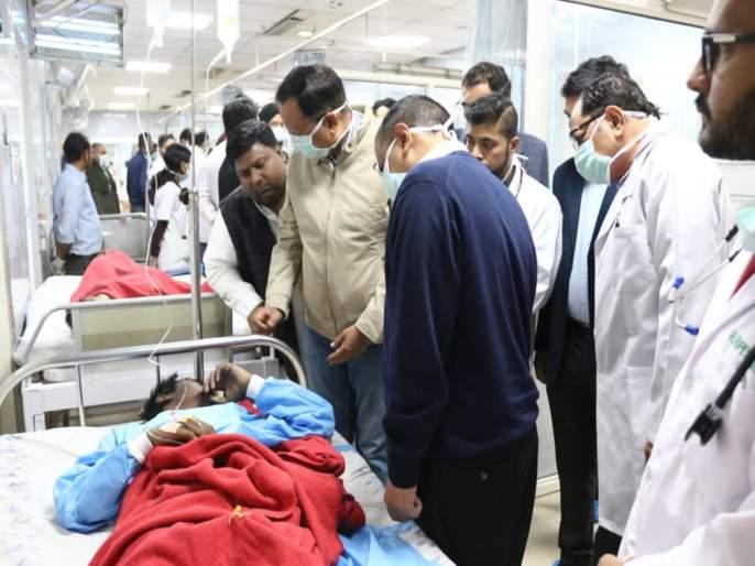 delhi cm arvind kejriwal rani jhansi road fire incident compensation bjp manoj tiwari dead injured   दिल्ली आग: मृतांच्या कुटुंबीयांना भाजपकडून 5 तर केजरीवाल यांच्याकडून 10 लाखाची मदत