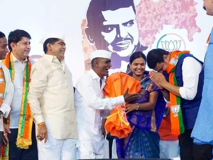 Ram Krishna Hari ... The secret of CM visit by Indurikar Maharaj of sangamner | राम कृष्ण हरी... इंदुरीकर महाराजांनी उलगडलं CM भेटीचं रहस्य