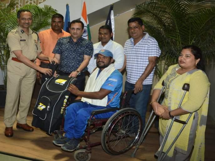 Pune citizens help to divyang cricketers   दिव्यांग क्रिकेटपटूला पुणेकरांकडून मदतीचा हात