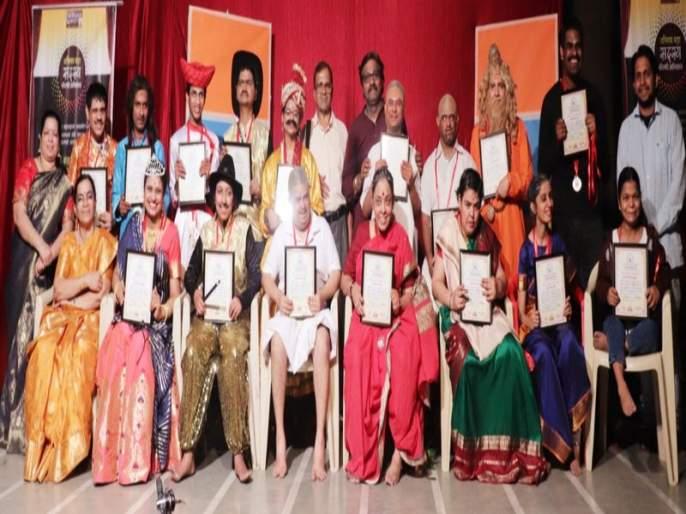 Special children's specials: 'The King Joe Ray ...' by the special children presented by Swapnavat Natya Vishnu. | विशेष मुलांची विशेष धम्माल : विशेष मुलांनी सादर केला स्वप्नवत नाट्याविष्कार'राजा जो जो रे ... '*