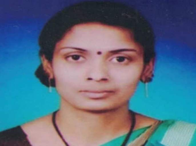 Ashwini Jadhav from Kolhapur has passed the PSI exam even after getting married mac | सॅल्यूट... संसार सांभाळत, मुलीचं संगोपन करत 'ती' झाली पोलीस सब इन्स्पेक्टर