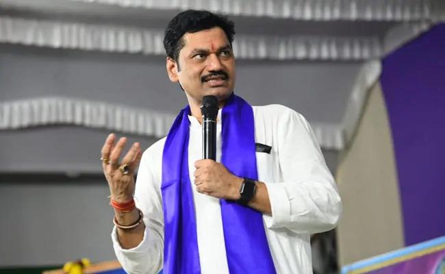 Pressure mounts on Minister Dhananjay Munde to resign   मंत्री धनंजय मुंडे यांच्यावर वाढला राजीनाम्यासाठी दबाव