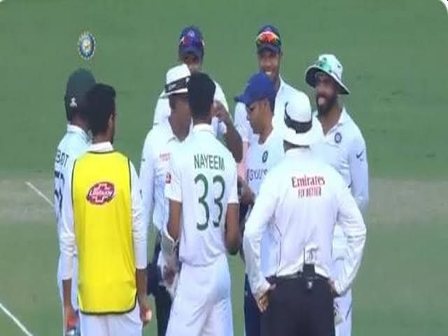 Ind vs Ban, 2nd Test: Indian doctor enter in the field for injured player of Bangladesh, see what happened ... | Ind vs Ban, 2nd Test : बांगलादेशच्या जखमी खेळाडूसाठी मैदानात धावत आले भारताचे डॉक्टर, पाहा नेमकं काय घडलं...