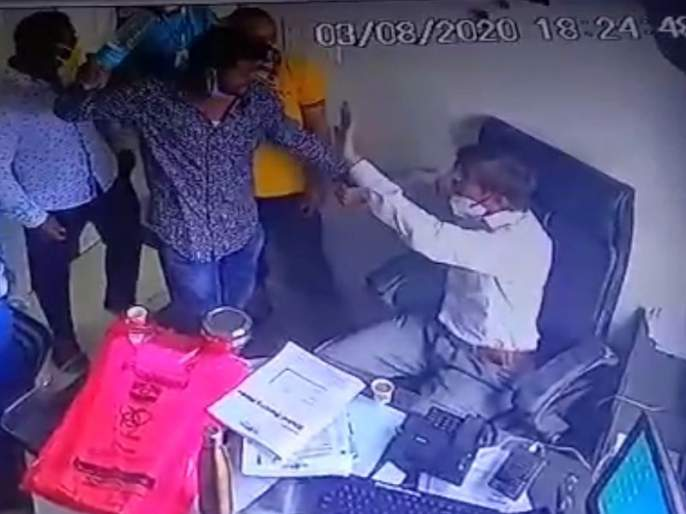 Police cell: Three persons who beat up a doctor are missing | पोलीस कोठडी : डॉक्टरला मारहाण करणारे तीघे गजाआड