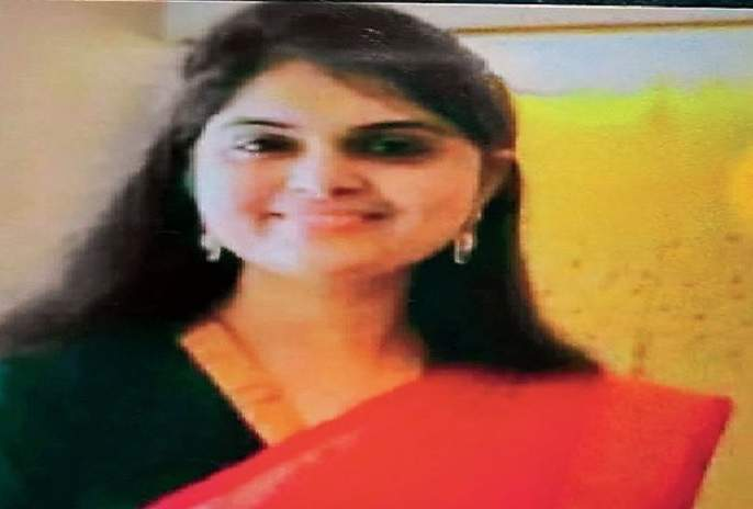 Doctors Day : 7 months pregnant, but 60 km daily. Dr. Sunita rescuing Corona patients after coming from | Doctors Day : सात महिन्यांच्या गर्भवती, तरीही दररोज 60 किमीचा प्रवास करून बजावतायेत कोरोनाग्रस्तांची सेवा