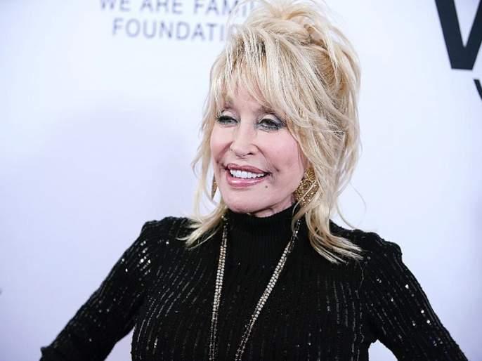 Hollywood actress Dolly Parton Helped Fund COVID Research | कोरोना लसीसाठी हॉलिवूड अभिनेत्री डॉली पार्टनची कोट्यवधींची मदत, जगभरातून होतोय कौतुकाचा वर्षाव