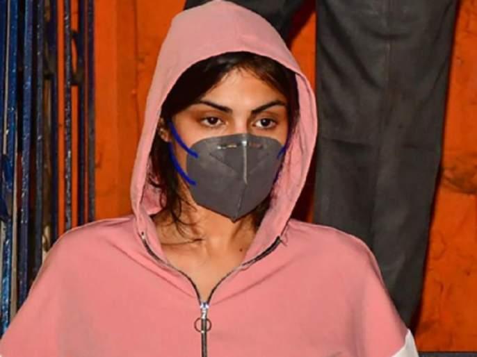 Riya Chakraborty does not name any Bollywood celebrity in NCB probe, claims Satish Manshinde | रिया चक्रवर्तीने NCBच्या चौकशीत नाही घेतले कोणत्याच बॉलिवूड सेलिब्रेटीचे नाव, सतीश मानशिंदेंचा दावा