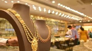Two lakh jewelery was found by the police | दोन लाखांचे दागिने पोलिसांनी दिले शोधून
