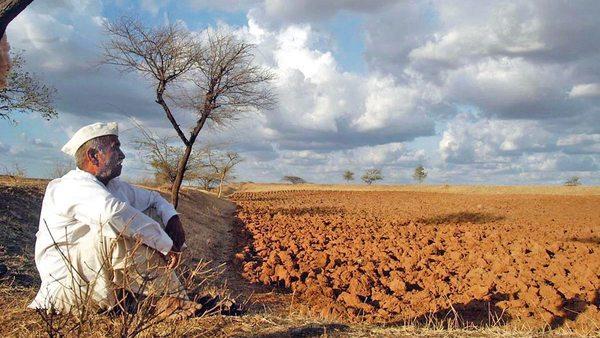 Drought; The order to implement solutions is on paper | दुष्काळी गावांना सोडले वाऱ्यावर;उपाययोजना राबविण्याचा आदेश कागदावरच