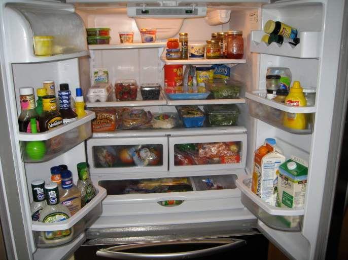Health benefits tips how long food stored in fridge are safe for eat | डाळ, भात, चपाती असे पदार्थ कितीवेळपर्यंत फ्रीजमध्ये सुरक्षित राहतात? चांगल्या आरोग्यासाठी वेळीच माहीत करून घ्या