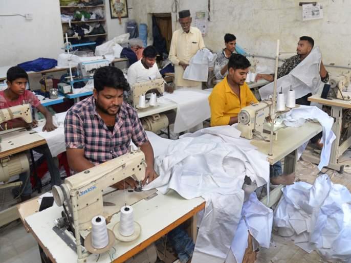 Accelerate the work of sewing the ban on Siddheshwar Yatra in Solapur | सोलापुरातील सिद्धेश्वर यात्रेतील बाराबंदी शिवण्याच्या कामाला गती