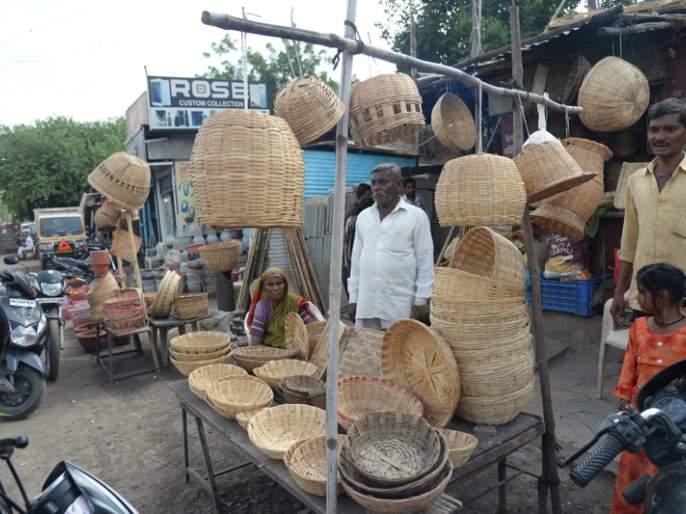 Plastic encroachments threaten bamboo products | प्लास्टिकच्या अतिक्रमणामुळे बांबू उत्पादने आली धोक्यात