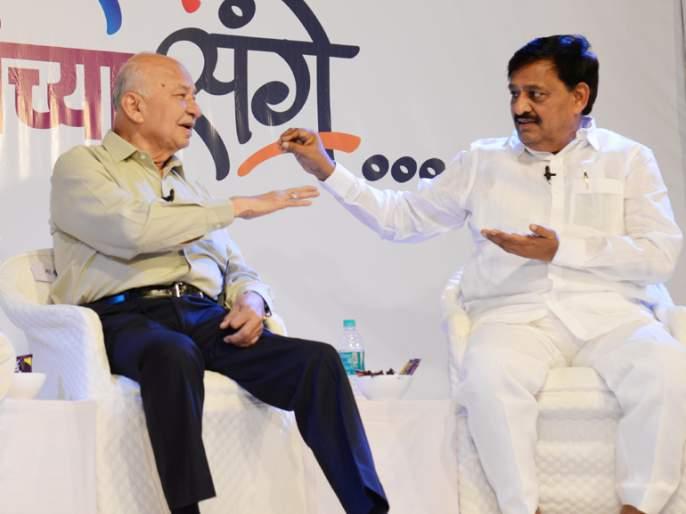 Shola, Deshmukh's pointing a finger at Boramani Airport is misleading | शिंदे, देशमुखांचे बोरामणी विमानतळाकडे बोट दाखवणे ही सोलापूरकरांची दिशाभूल