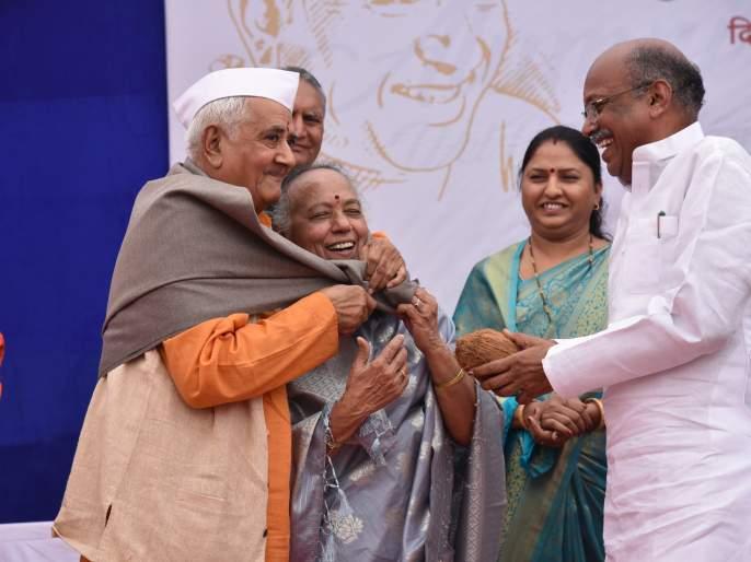 Vitthal Vagh : The poet who touched people's hearts- Sanjay Dhotre | लोकांच्या मनाचा ठाव घेणारा कवी डॉ. विठ्ठल वाघ -संजय धोत्रे