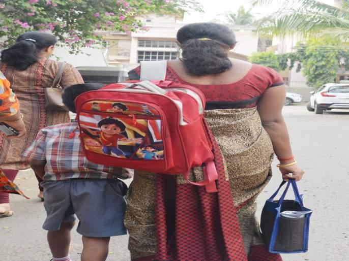 The burden of schoolchildren on the back of parents ...!   शाळकरी मुलांच्या दप्तराचे ओझे पालकांच्या पाठी...!