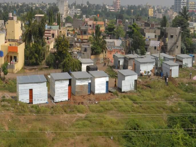 Hundreds of people occupy space for free in Kalyannagar area   जुळे सोलापुरात लाखोंचा दर, कल्याणनगर भागात मात्र शेकडो लोकांनी केला फुकटात जागेचा कब्जा