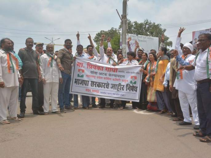 Congress protests against Priyanka Gandhi's arrest | प्रियंका गांधींच्या अटकेच्या निषेधार्थ काँग्रेसची अकोल्यात निदर्शने