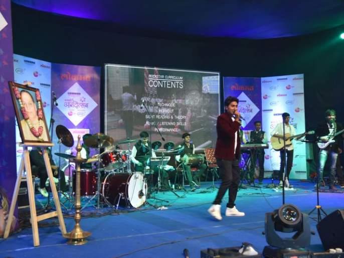 Akolekar has enjoyed the 'Shopping Festival' along with the seven-star concert   सप्तसुरांच्या मैफलीसोबतच अकोलेकरांनी घेतला 'शॉपिंग फेस्टिव्हल'चा आनंद