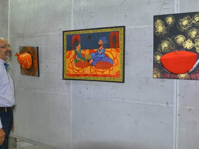 Mumbai's exhibition of offensive pictures is under the control of the police | आक्षेपार्ह चित्रांबाबत मुंबईची प्रदर्शन संयोजिका पोलिसांच्या ताब्यात