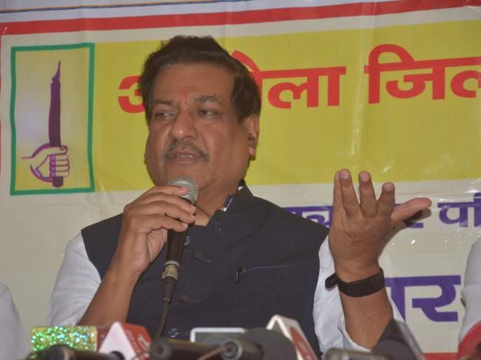 Government should build airport in akola - Prithviraj Chavan | अकोल्यात विमानसेवा सुरू न झाल्याची खंत - पृथ्वीराज चव्हाण