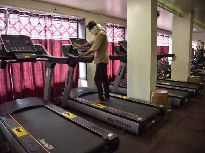 Some gyms open from inside; Regardless of administration | काही जीम बाहेरून बंद, आत सुरू; प्रशासनाचे दुर्लक्ष