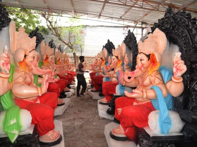 The maths of Ganeshotsav changed the maths; Solapur idols this year in Sangli-Kolhapur! | महापुरामुळं गणेशोत्सवाची गणितं बदलली; सोलापूरच्या मूर्ती यंदा सांगली-कोल्हापुरात !