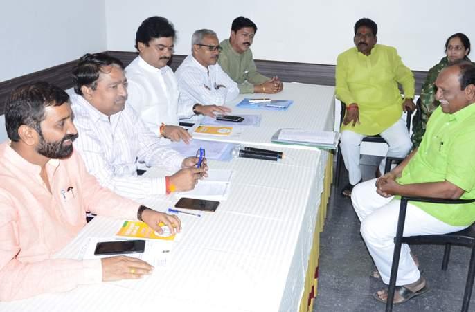 Interviews of aspirants from all constituencies in Solapur district saying 'Alliance will happen'   'युती होणार' सांगत सोलापूर जिल्ह्यातील सर्वच मतदारसंघांतील भाजपाने इच्छुकांच्या मुलाखती उरकल्या