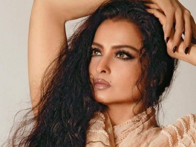 Rekha's film was stuck for 10 years due to a kissing scene, find out this case | एका किसिंग सीनमुळे 10 वर्षे अडकला होता रेखा यांचा हा चित्रपट, जाणून घ्या हे प्रकरण