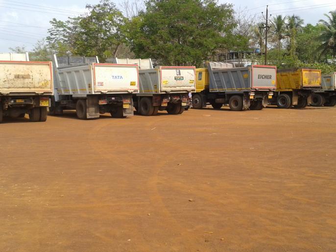 Illegal sand transport 17 9 Vehicles without any action | अवैध वाळू वाहतूक करणारे १७९ वाहने कारवाईविना पडून