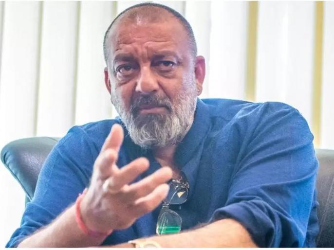 Sanjay dutt to finish dubbing for sadak 2 before going for lung cancer treatment | कॅन्सरवरील उपचारासाठी परदेशात जाण्यापूर्वी संजय दत्त पूर्ण करणार 'हे' काम