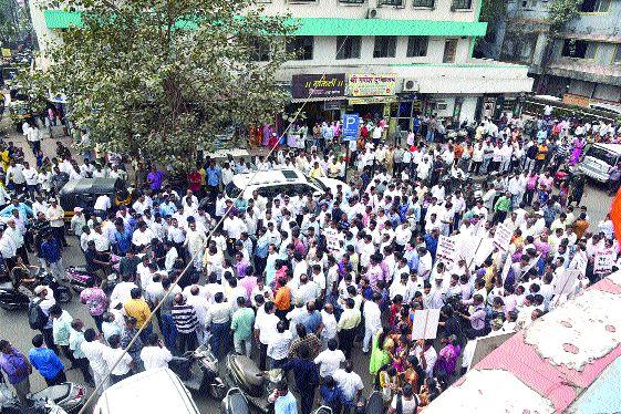 Depositors March On Karnala Bank | ठेवीदारांचा कर्नाळा बँकेवर मोर्चा