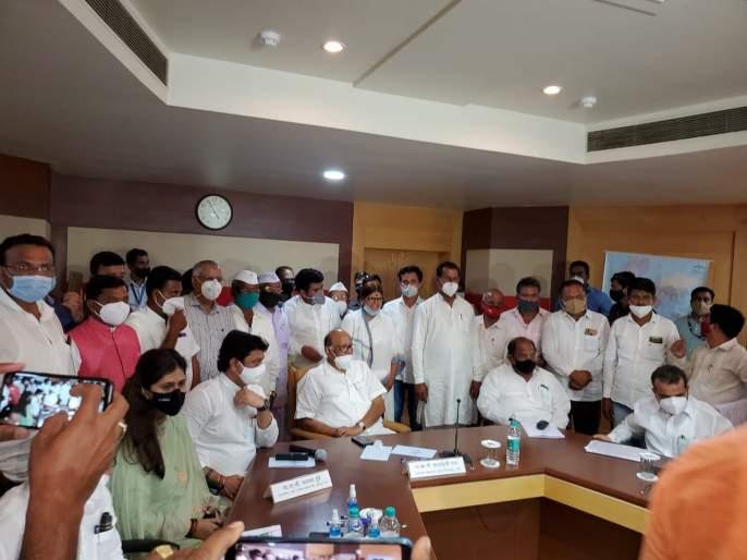 Pankaja munde appreciate Sharad Pawar after Khadse; political Discussion start | खडसेंनंतर पंकजांकडून शरद पवारांचे कौतुक; चर्चा तर होणारच