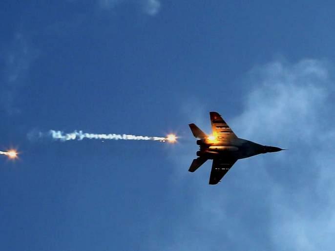 IAF flies Sukhoi 30 fighter plane which pakistan claims shot down in balakot air strike | पाकिस्तानने पाडल्याचा दावा केलेल्या लढाऊ विमानानेच आकाशात झेप घेतली तेव्हा...
