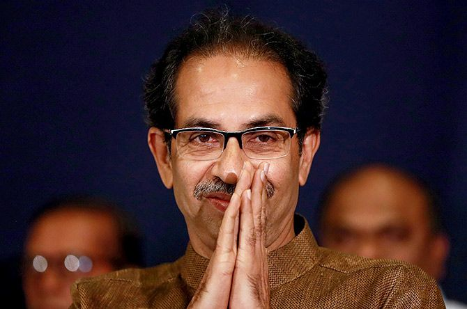 Savarkar issue boycotts opposition to CM's tea | सावरकर मुद्द्यावरुन मुख्यमंत्र्याच्या चहापानावर विरोधकांचा बहिष्कार