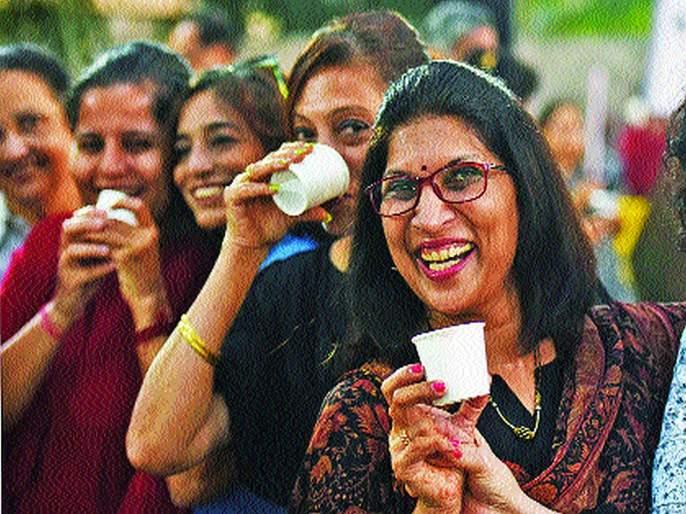 Come on, let's have a cutting tea on tea day in mumbai   चलो, एक कटिंग चाय हो जाय...
