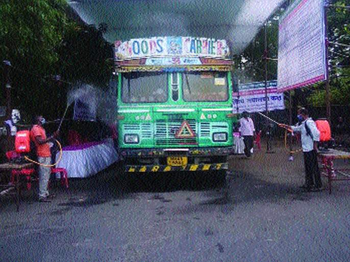 Sterilization of 2 lakh 85 thousand vehicles in APMC   एपीएमसीमध्ये २ लाख ८५ हजार वाहनांचे निर्जंतुकीकरण